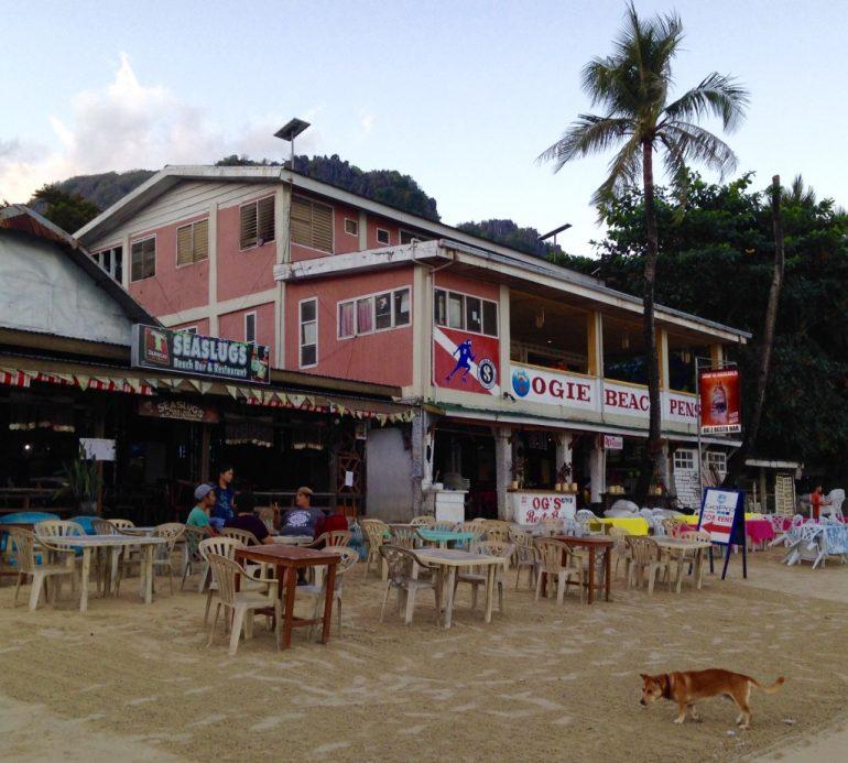 Hotelik Ogie's Beach Pension z którego musieliśmy się wynieść na jedną noc