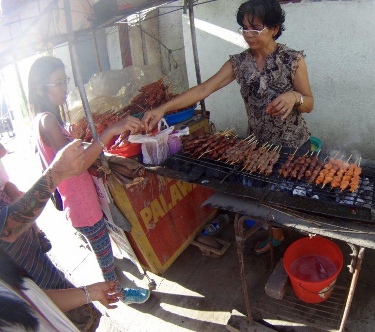 Streefood w El Nido. Wystarczy 7 zł, aby się najeść po pachy