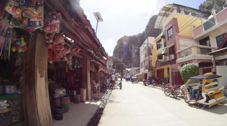 Jedna z uliczek w El Nido